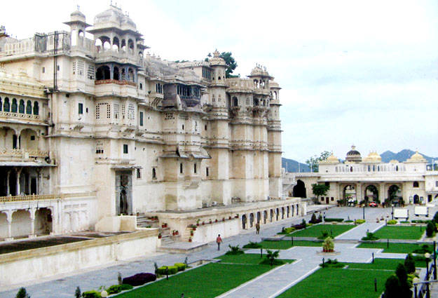 Udaipur Palace Images City Palace And Museum Udaipur