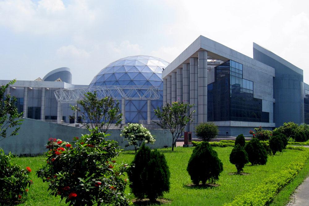 http://tourmet.com/wp-content/uploads/2014/09/Bangabandhu-Sheikh-Mujibur-Rahman-Novo-Theatre.jpg